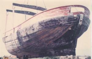 Palavas les Flots, septembre 1990, grutage pour transport à Bègles, arrière du bat.