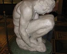 390px-Michelangelo-Buonarroti-Crouching_Boy-3-Hermitage